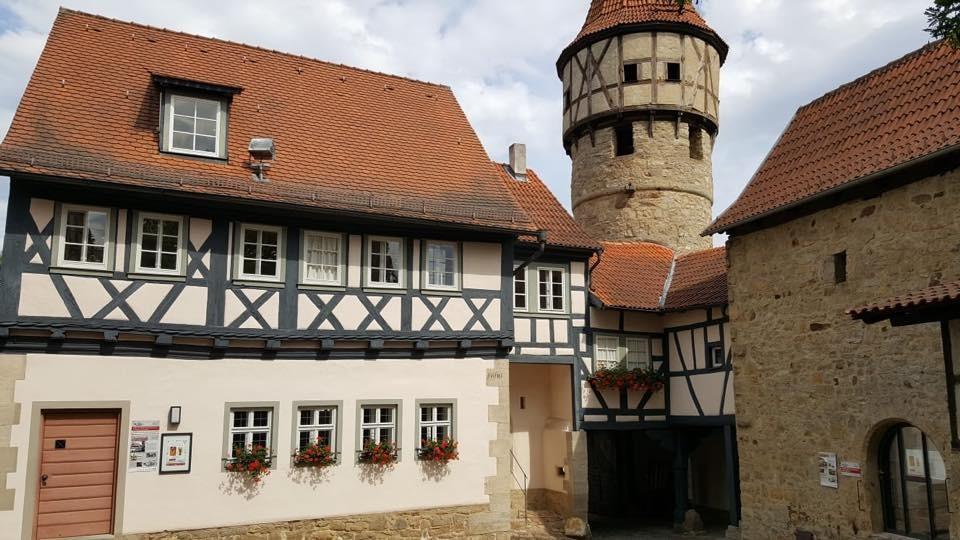 Besichtigung der Kirchenburg in Ostheim (c) Landesbischof